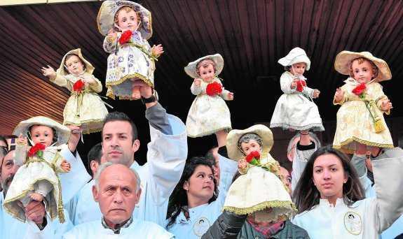 Salida de los niños de la Iglesia San Juan Bautista